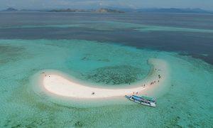 pulau pasir ditengah laut
