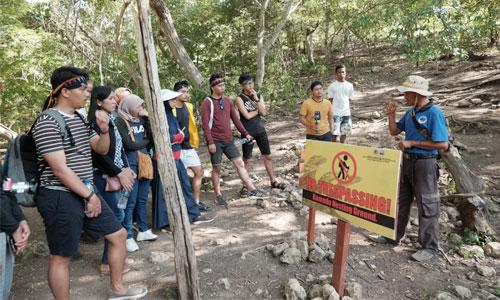 pemandu wisata di pulau komodo
